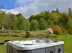 group-gatherings-balnald-farmhouse-hot-tub
